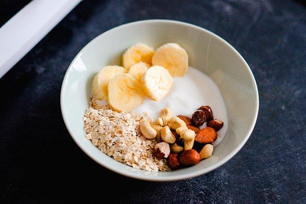 yogurt-con-avena-y-fruta
