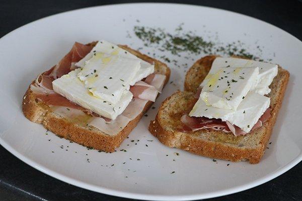pan-tostado-jamon-queso